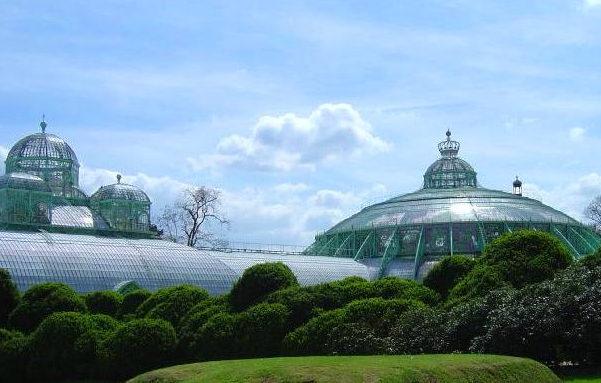 建于19世纪的比利时皇家温室花园(Royal Greenhouse in Laeken),最初为皇家专用,现在已成为著名景点。 图:Wiki Commons