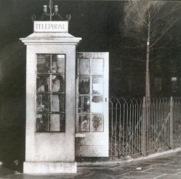 Qualtrough使用的电话亭。